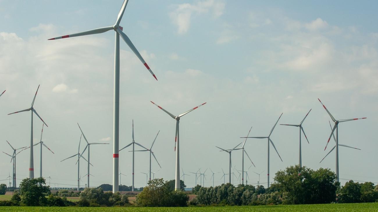 windmills-g70c25454f_1280