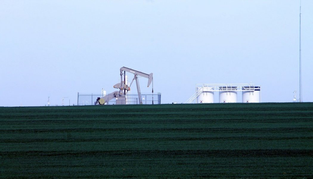 oil-rig-101275_1280